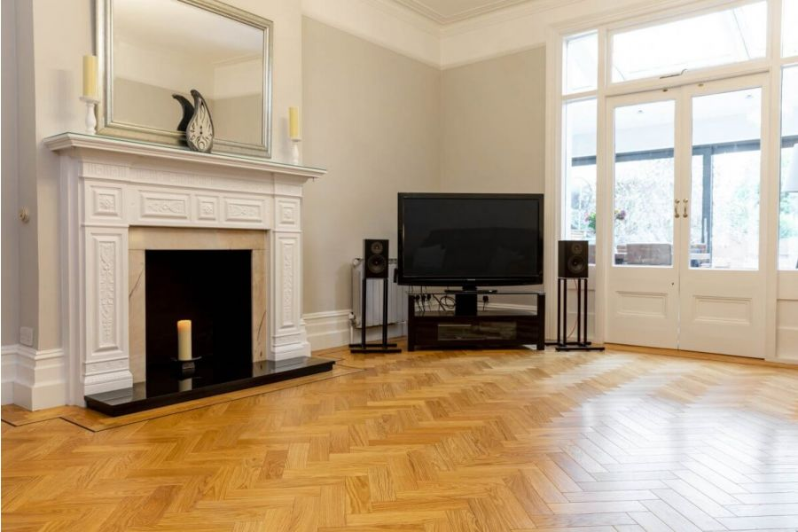 Engineered Oak UV Lacquered Parquet Wood Flooring - 18mm x 4mm x 90mm